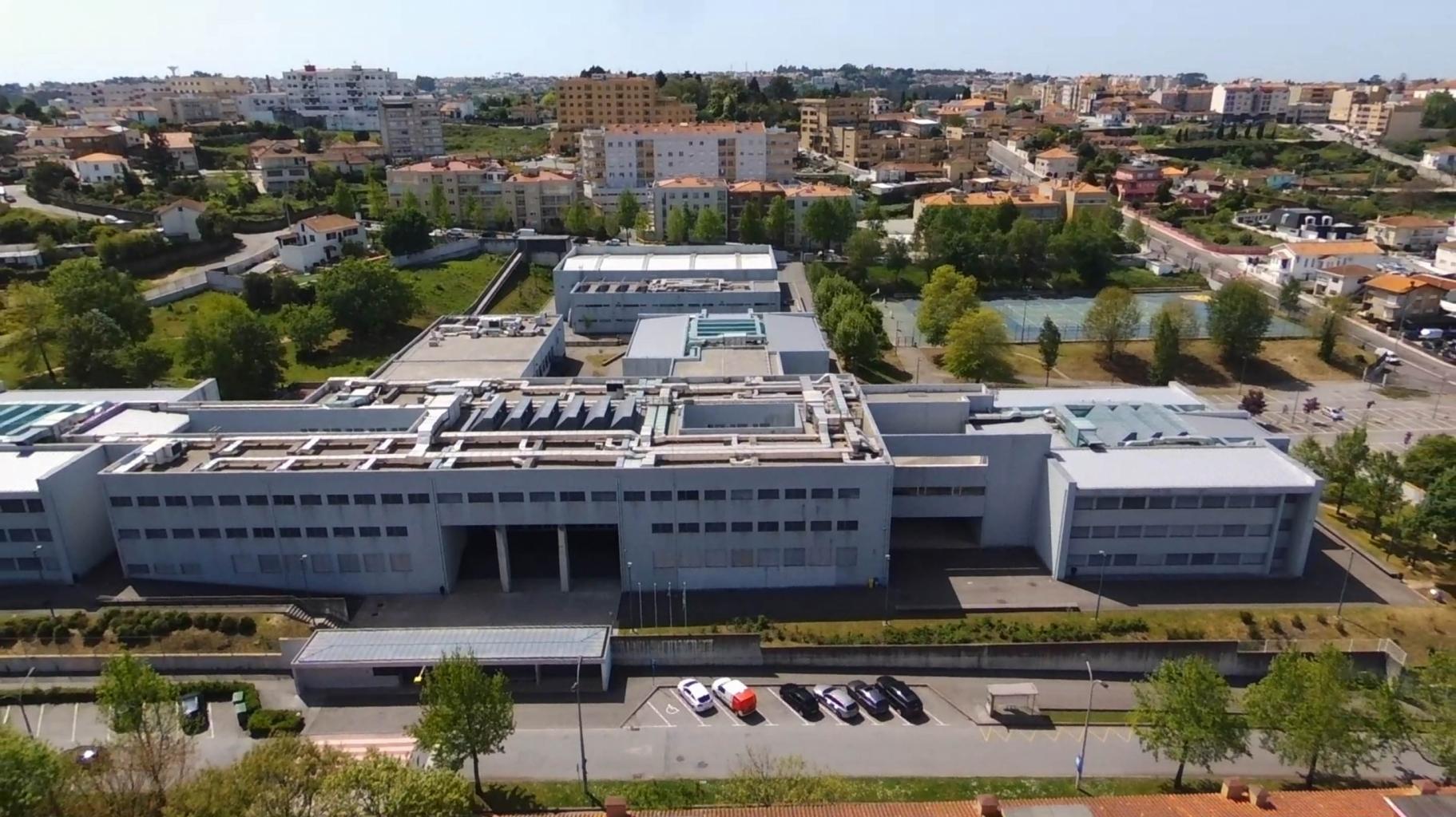 Vista aérea da Escola Secundária Oliveira Júnior
