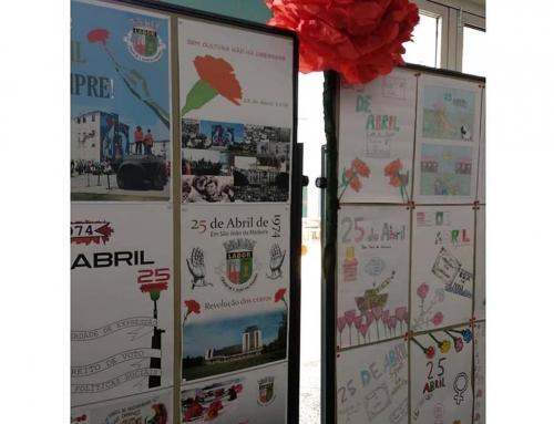 25 de abril: trabalhos dos alunos